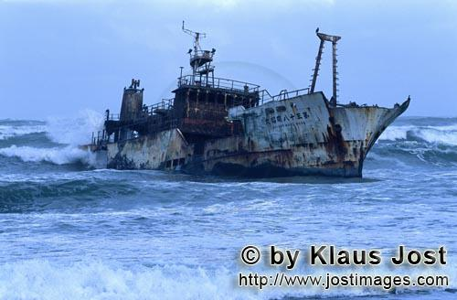 Cape Agulhas/Western Cape/South Africa        Japanese fishing trawler Meisho Maru 38 stranded at Ca