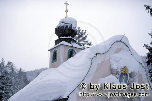 Weihnachten in den Bergen/Christmas in the mountains        Snow-covered Mountain Chapel