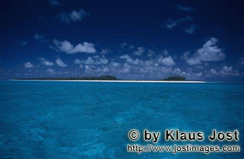 Midway/Hawaiian Islands/USA        South Sea island with white beach and turquoise water         The
