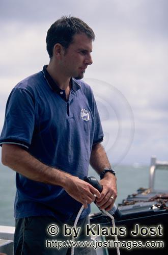 Pacific Harbour/Vitu Levu/Fiji        Dr. Juerg Brunnschweiler with receiver