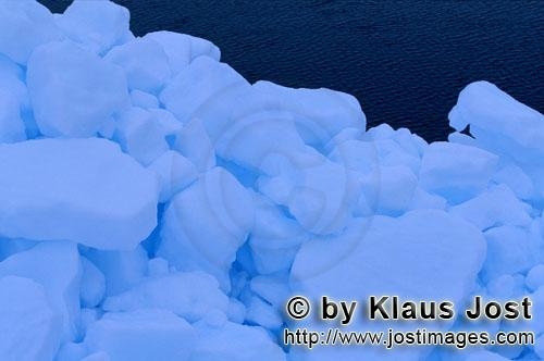 Cape Anne/Nunavut/Canada        Pack ice consists of densely arranged ice floes        On the shore