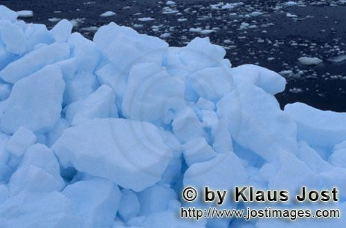 Cape Anne/Nunavut/Canada        Arctic pack ice landscape        On the shore of Cape Anne, <