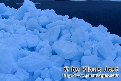 Cape Anne/Nunavut/Canada        Pack Ice is the most common type of sea ice        On the shore of <