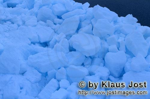 Cape Anne/Nunavut/Canada        Pack ice at Cape Anne        On the shore of Cape Anne, st
