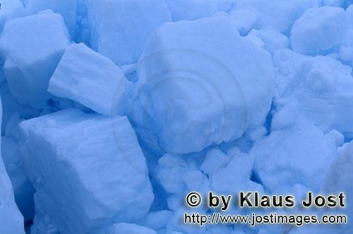 Cape Anne/Nunavut/Canada        Pack ice consists of nested ice floes        On the shore of Cape
