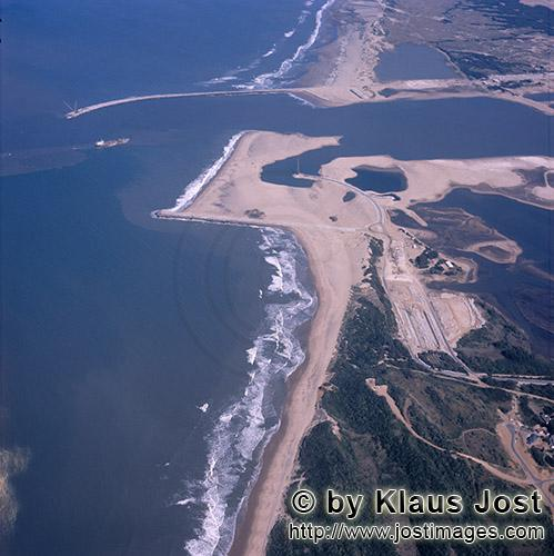 Richards Bay Harbour/Natal/South Africa        Aerial photo Richards Bay – Harbour construction</b