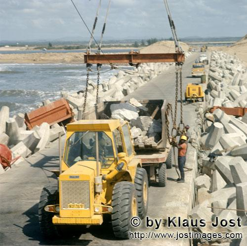 Richards Bay Harbour/Natal/South Africa         Stone placing with skip at North Breakwater        I