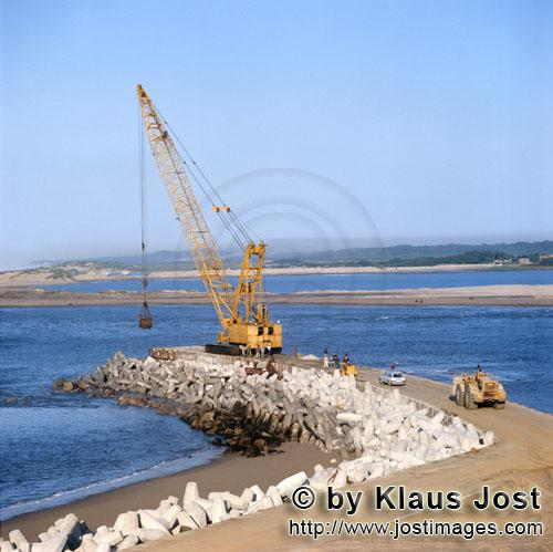 Hafen Richards Bay/Richards Bay Harbour        Dredging on North Headland with Manitowoc 4600