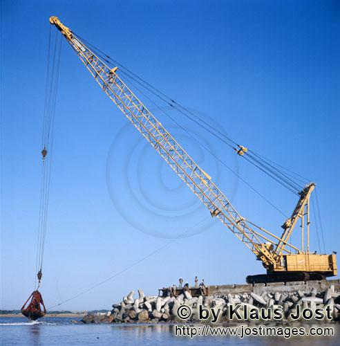 Hafen Richards Bay/Richards Bay HarbourDredging on North Headland with Manitowoc 4600